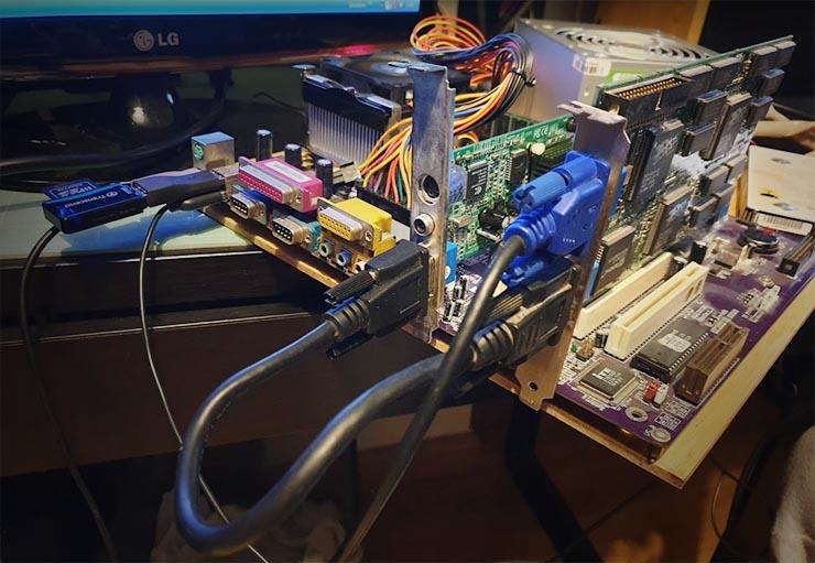Tarjeta Voodoo 2 corriendo en un PC moderno con drivers no oficiales
